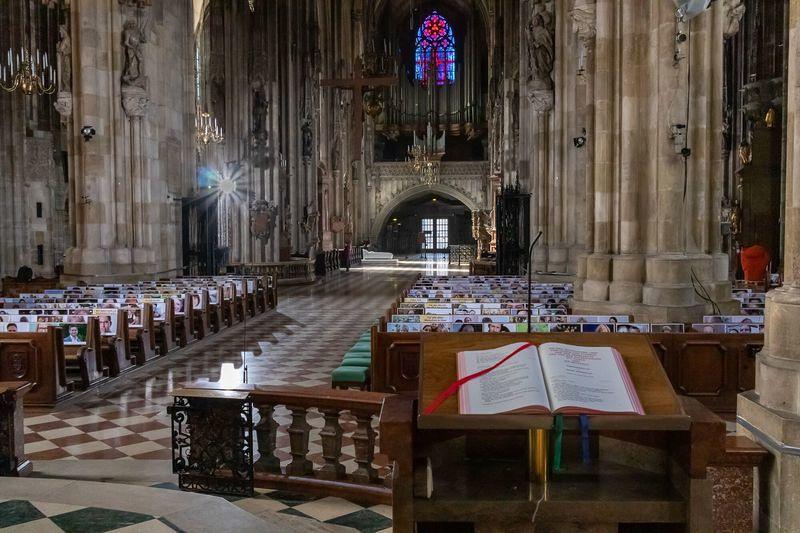 Messe-vor-dem-leeren-Stephansdom-am-Gr-ndonnerstag-stephansdom-leer-gruendonnerstag