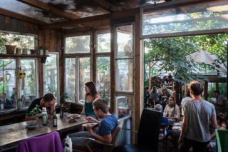 Por turnos, los proyectos comunitarios organizan días de cocinas compartidas.