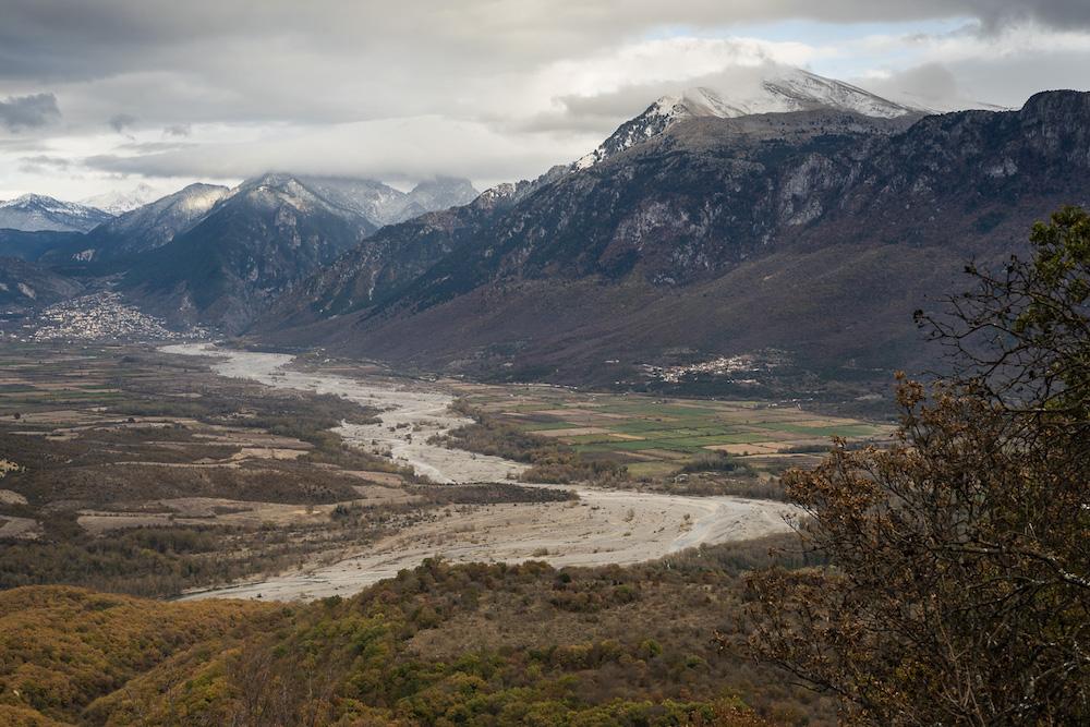 Vista sulla valle di Konitsa e sul fiume Aoos, che attraversa la Grecia e l'Albania