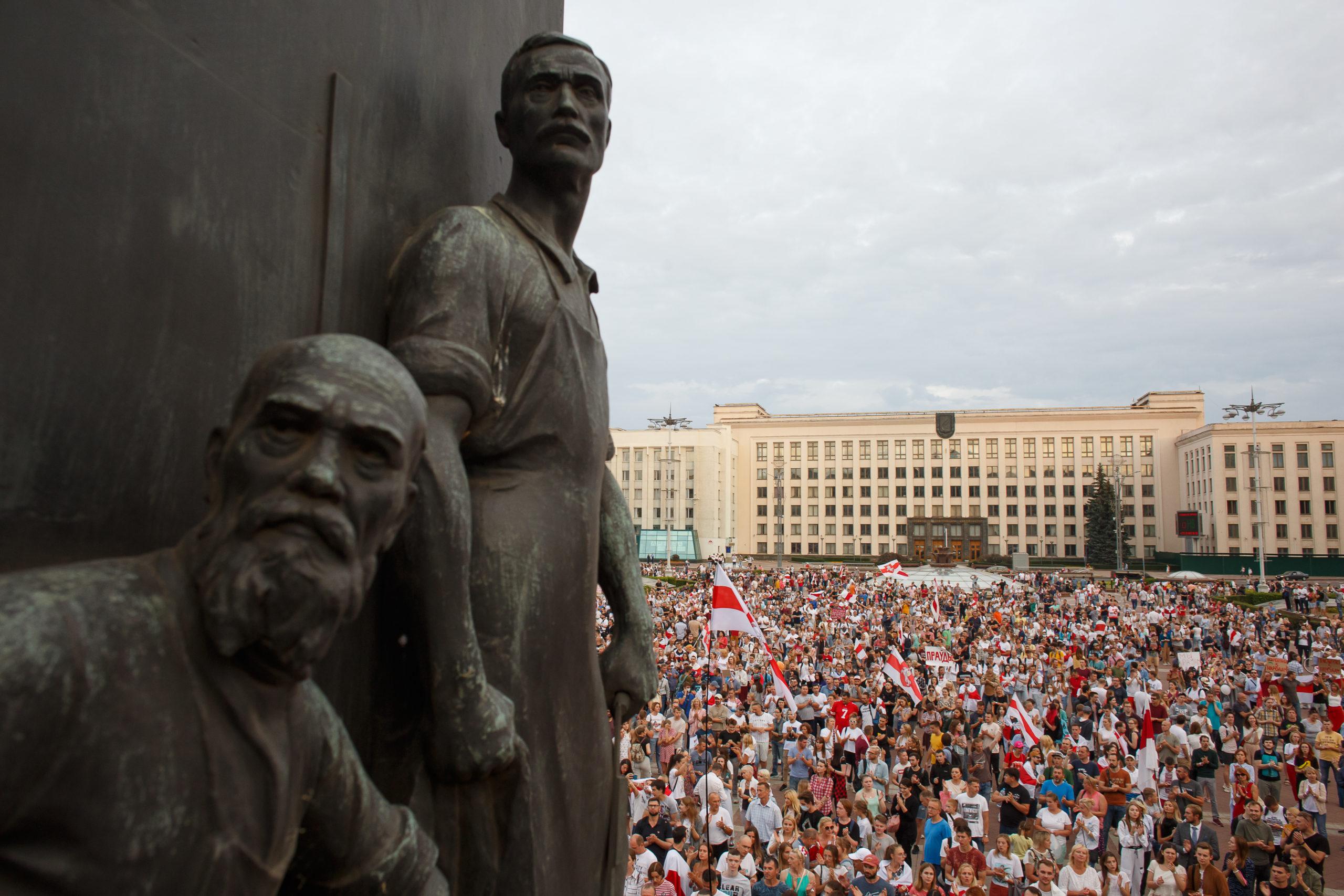Demonstration vor dem belarussischen Parlament. Minsk, Unabhängigkeitsplatz, 18. August 2020