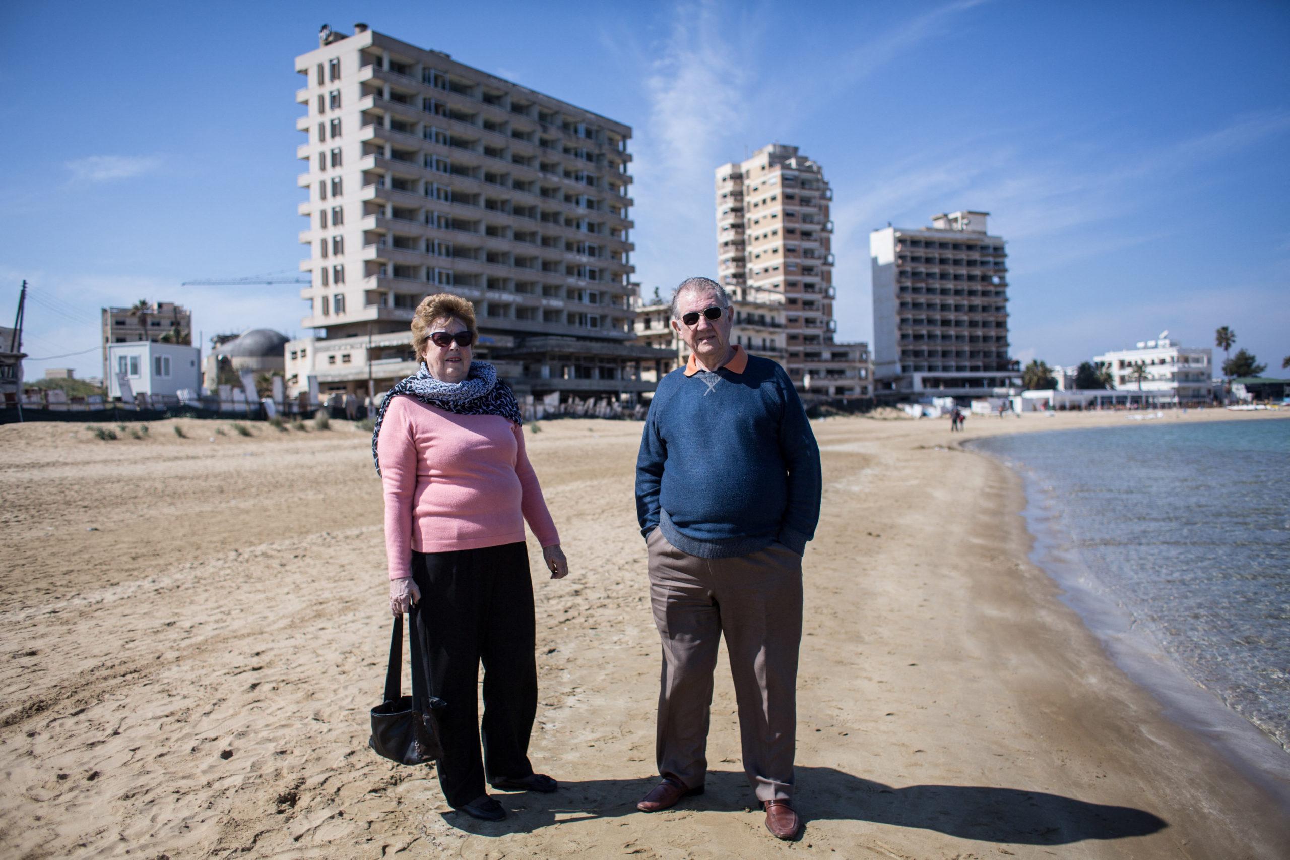 Vor 1974 war Varosha das Zentrum des zyprischen Tourismus. Viele Stars wie Elisabeth Taylor oder Richard Burton machten dort Urlaub. Die Geschäftsstraßen waren sehr belebt und die Stadt hatte 39.0000 Einwohner.