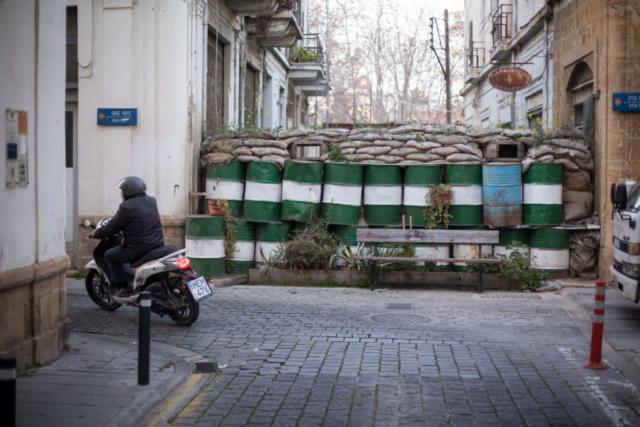 Ein Teil der Mauer trennt Nikosia, die Hauptstadt Zyperns, noch heute in zwei Teile.