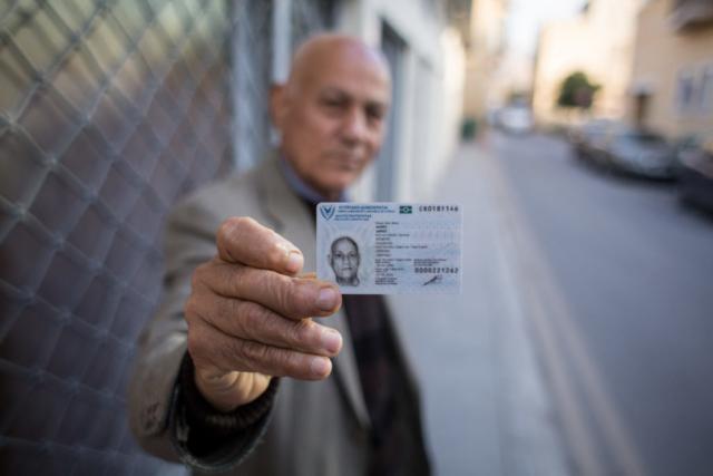 """Ahmet wohnt in Nikosia. Auf seinem Ausweis steht """"zyprischer Türke"""". Der Ausweis wird nur von der Türkei anerkannt."""