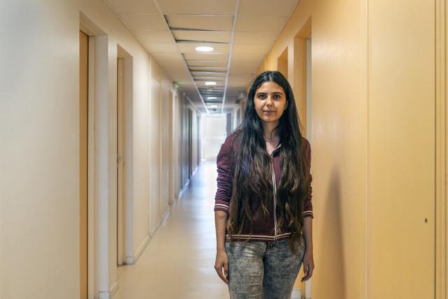 Imane étudie l'ingénierie à La Rochelle, elle est confinée dans sa chambre depuis plus de deux mois.