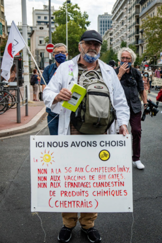 """Demonstration against 5G in Lyon. The sign reads: """"No to 5G and Linky [electricity] meters, no to Bill Gates's vaccines, no to chemtrails, [to] the covert spraying of chemicals"""". 19 September 2020 (Nicolas Liponne)"""